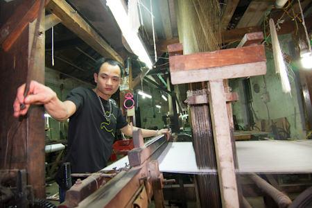 Hơn 1000 Máy Dệt Zắc-Ca Đã Thay Thế Toàn Bộ Khung Cửi Dệt Thủ Công.