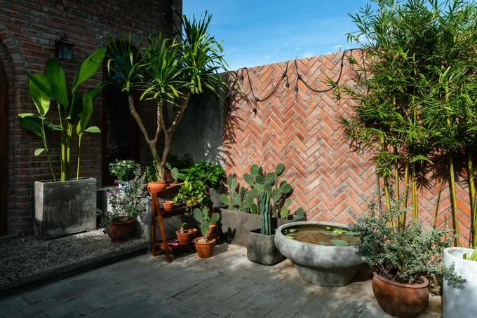 (43)- Ngôi nhà cửa vòm, tường tổ ong ấn tượng ở Đà Nẵng