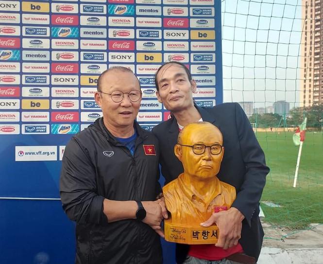 (38)-Chàng thợ mộc thức đêm làm món quà đặc biệt tặng HLV Park Hang Seo